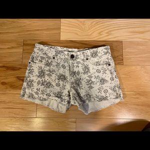 Vigoss Vigold cotton blend print denim shorts. 7/8